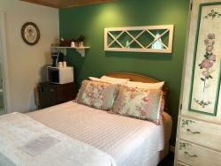 B&B Room: Vintage Lace Room